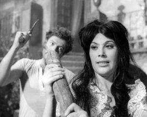 Marcello Mastroianni (Ferdinando Cefalù) e Daniela Rocca (Rosalia Cefalù) nel film di Pietro Germi del 1961 Divorzio all'Italiana.
